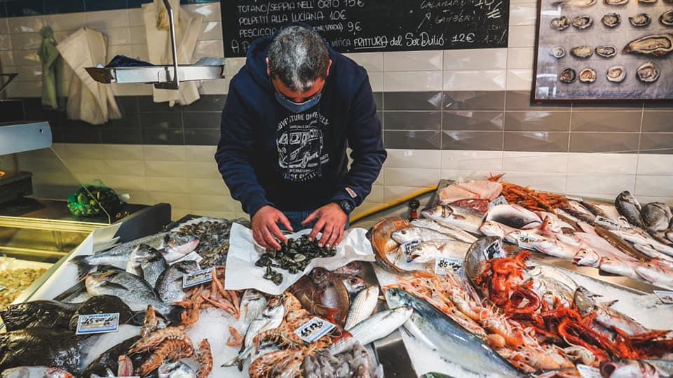 Omar Iengo della pescheria-osteria Sor Duilio