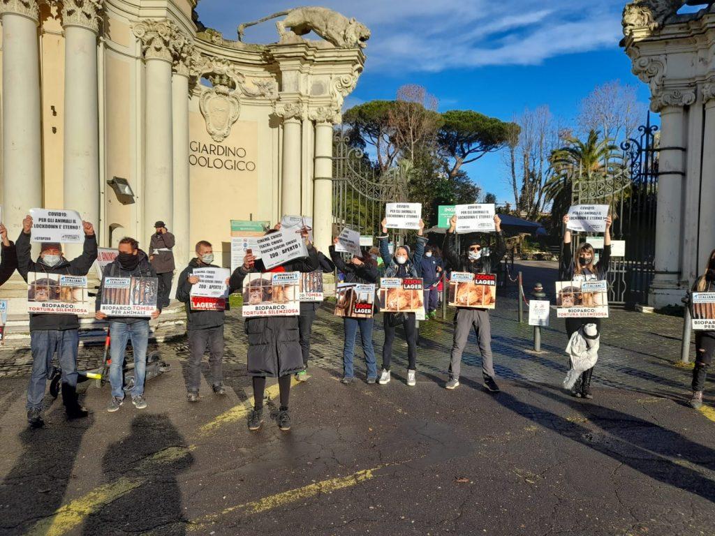 Animalisti Italiani in protesta al Bioparco