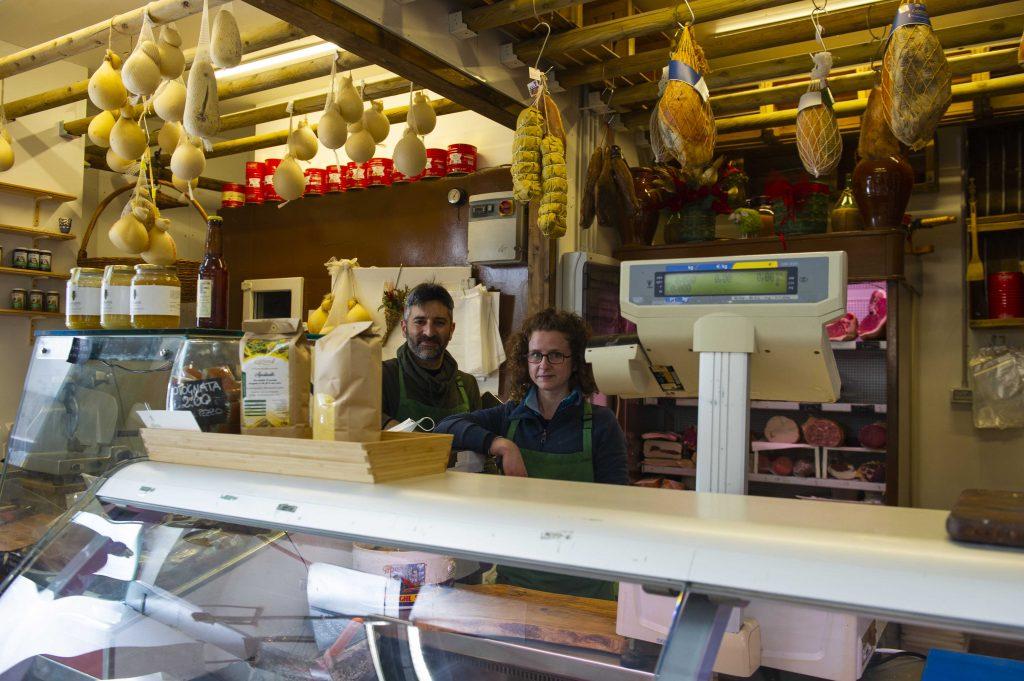 Amedeo Valente, titolare con Maria Cristina Casadoro del banco 132 di via Chiana