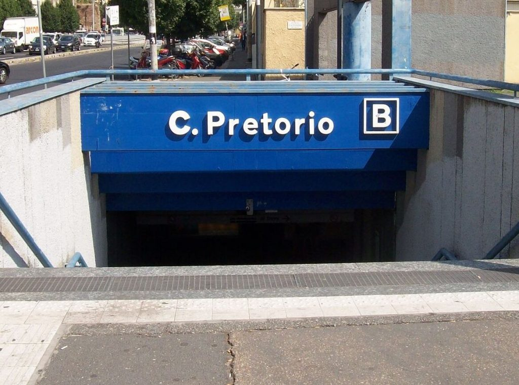 La fermata metro Castro Pretorio