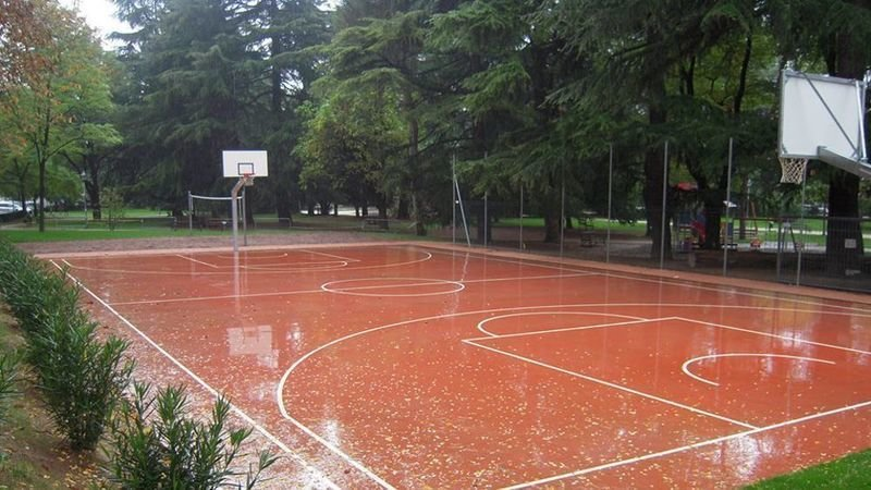 Un campetto di basket