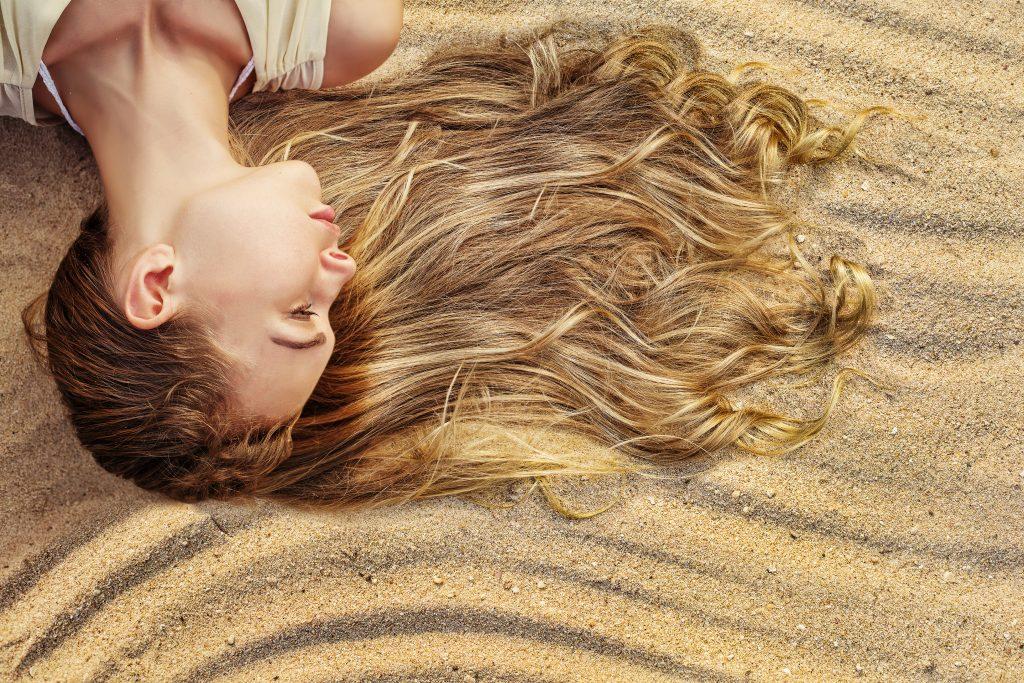 Capelli più sani e belli anche in estate? Ecco come fare, grazie ai 5 consigli dell'hair-stylist delle star Antonio Morici