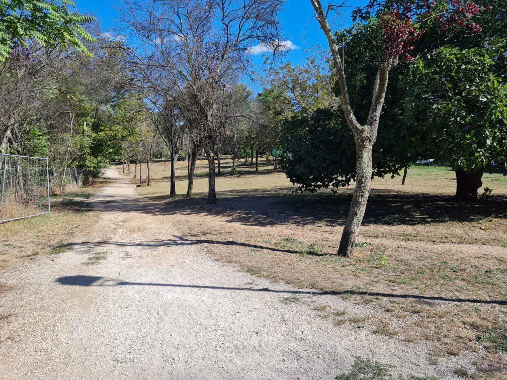 Lavori di bonifica al Parco Rabin (Foto dal profilo Facebook di Recuperiamo il parco bimbi di via Panama)
